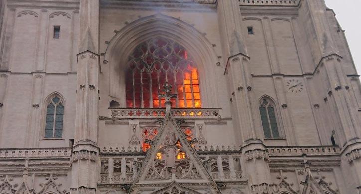 Nantes, distrutto l'organo e un dipinto dell'800. Fermato un uomo, ma ogni conclusione è prematura