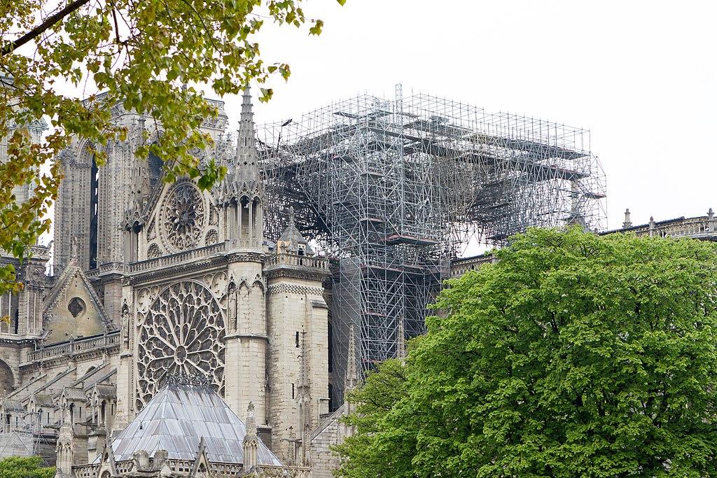 Notre-Dame, ubriachi entrano per rubare pietre dal cantiere di restauro ma vengono fermati dalla security