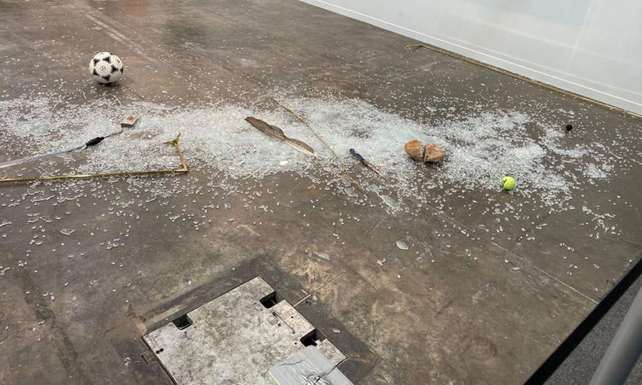 """Messico, una critica d'arte distrugge un'opera. """"È come se l'opera avesse ascoltato i miei commenti"""""""