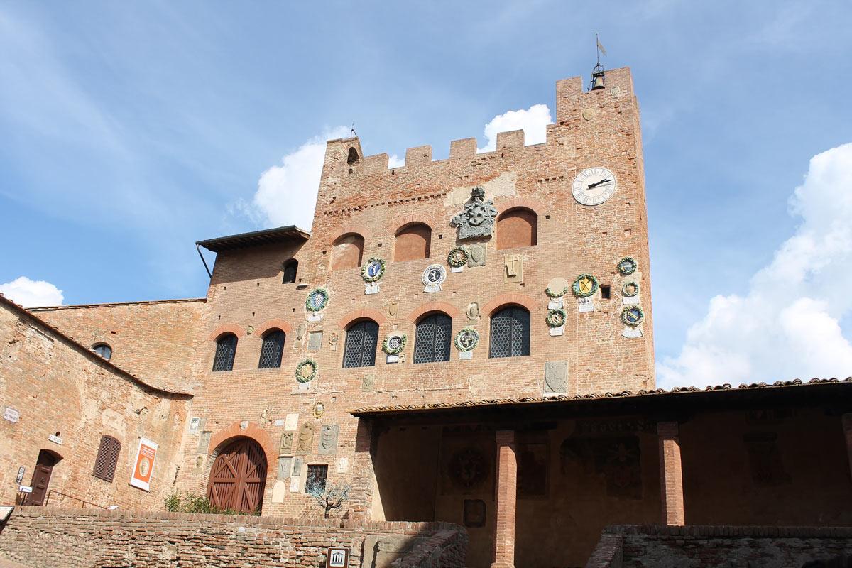 Certaldo, tre nuovi musei a Palazzo Pretorio: il Museo della Giustizia, la Galleria d'Arte Contemporanea e la Sezione Archeologica