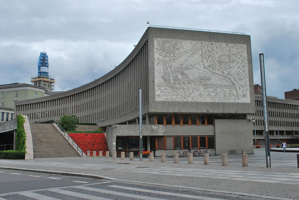 Norvegia, il governo decide l'abbattimento dell'edificio con i murales di Picasso, che saranno ricollocati