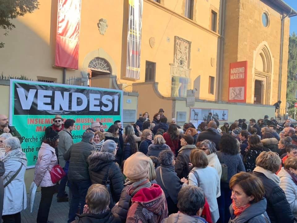 Pistoia, tanti cittadini scendono in piazza per l'arte: si protesta contro lo spostamento a Firenze delle opere di Marini