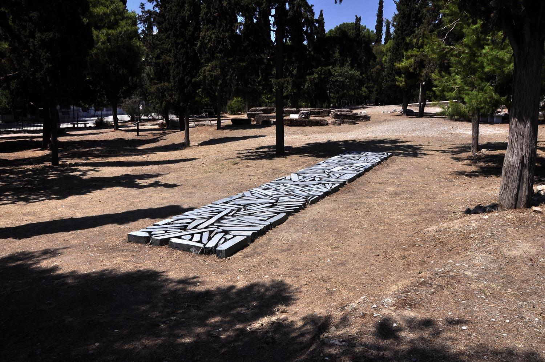 Un'opera di Richard Long, grande artista della Land Art, arriva all'Acropoli di Atene