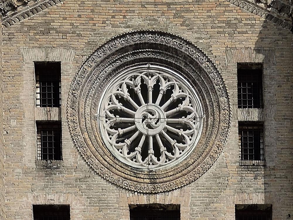 Parma, ammirare in quota il grande rosone quattrocentesco di San Francesco del Prato