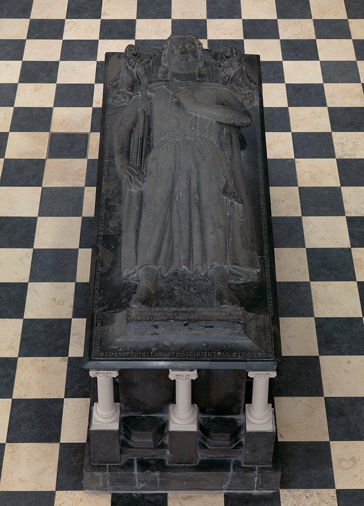 Il monumento funebre di Enrico I