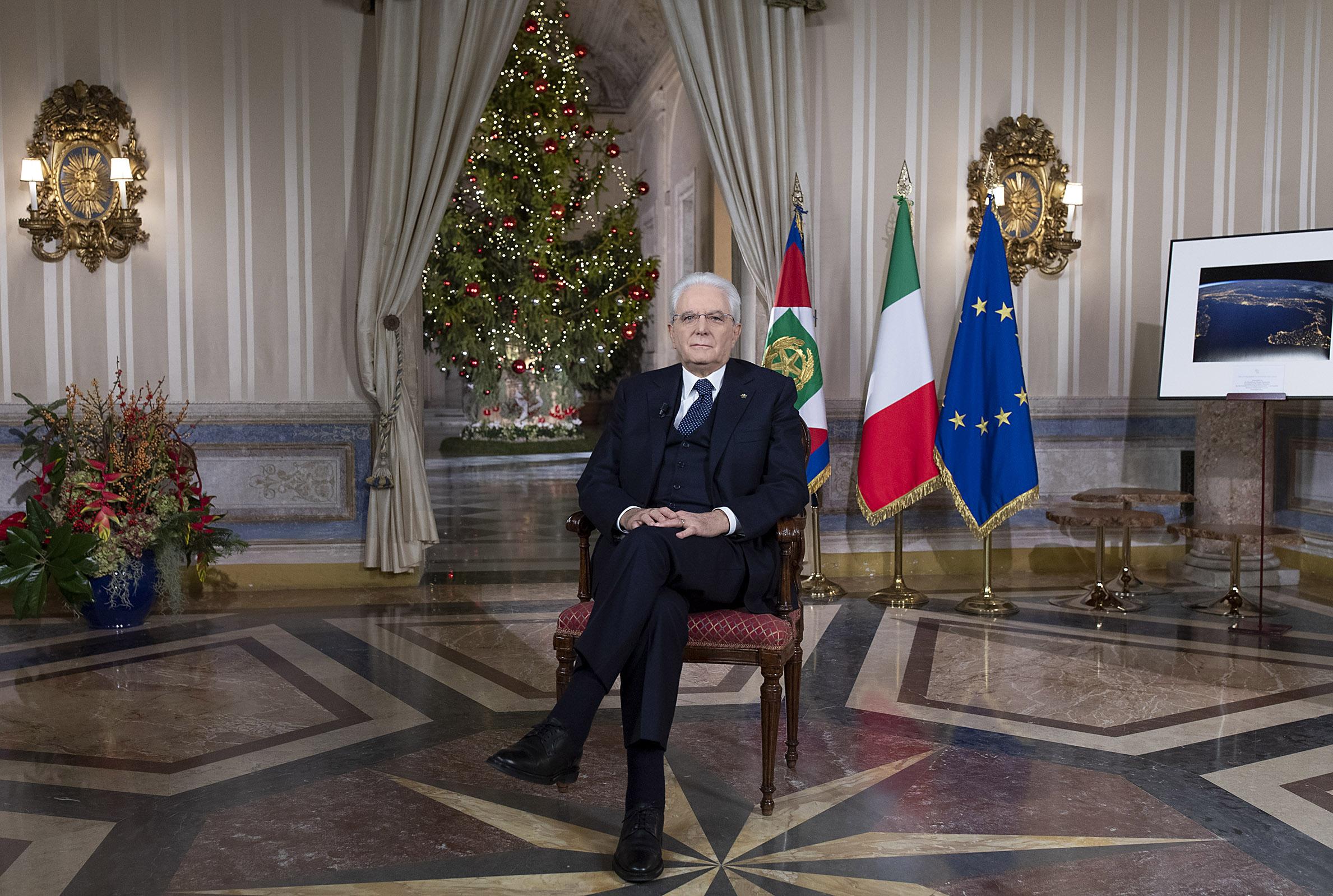 Nel discorso di fine anno, il presidente Sergio Mattarella sottolinea il ruolo della cultura e dell'istruzione