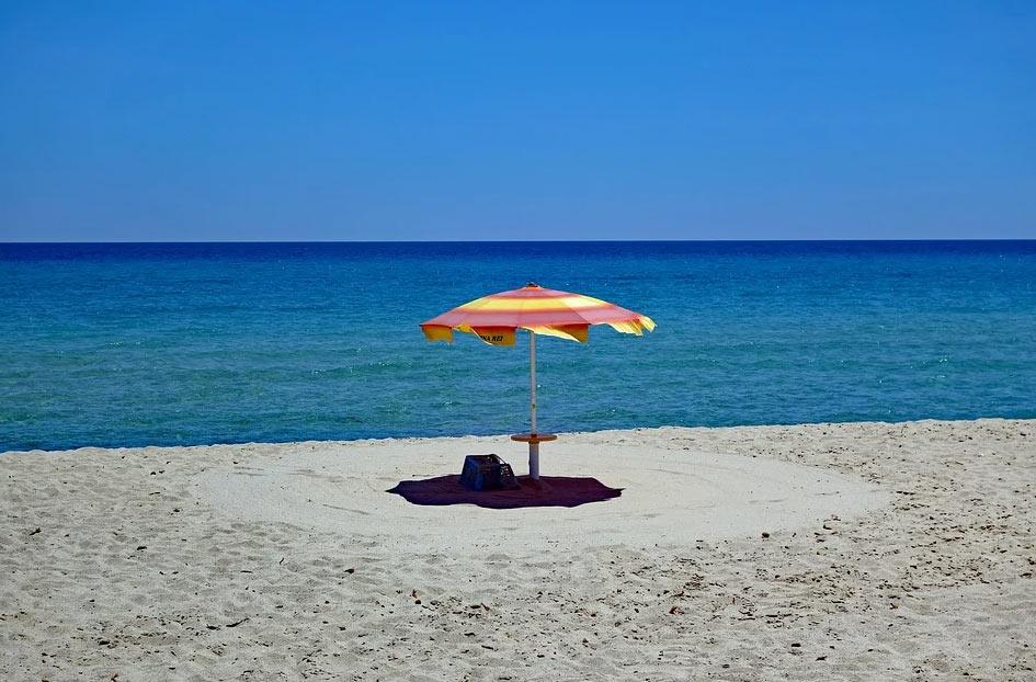Turismo, il governo studia un bonus vacanze: 325 euro di detrazioni per chi va in vacanza in Italia