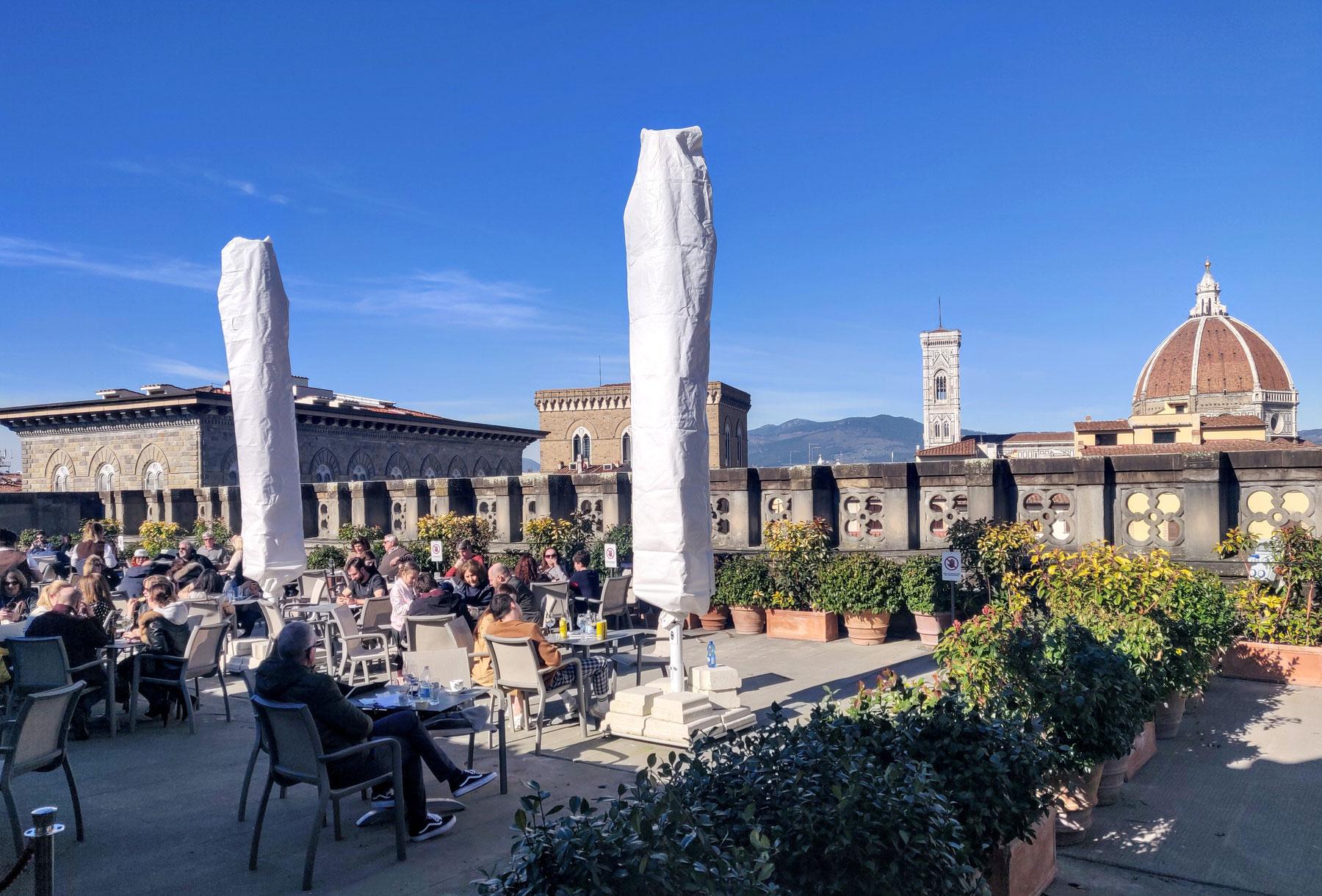 Uffizi, terminati i lavori alla terrazza panoramica. Dopo mezzo secolo rinnovata la pavimentazione in pietra serena