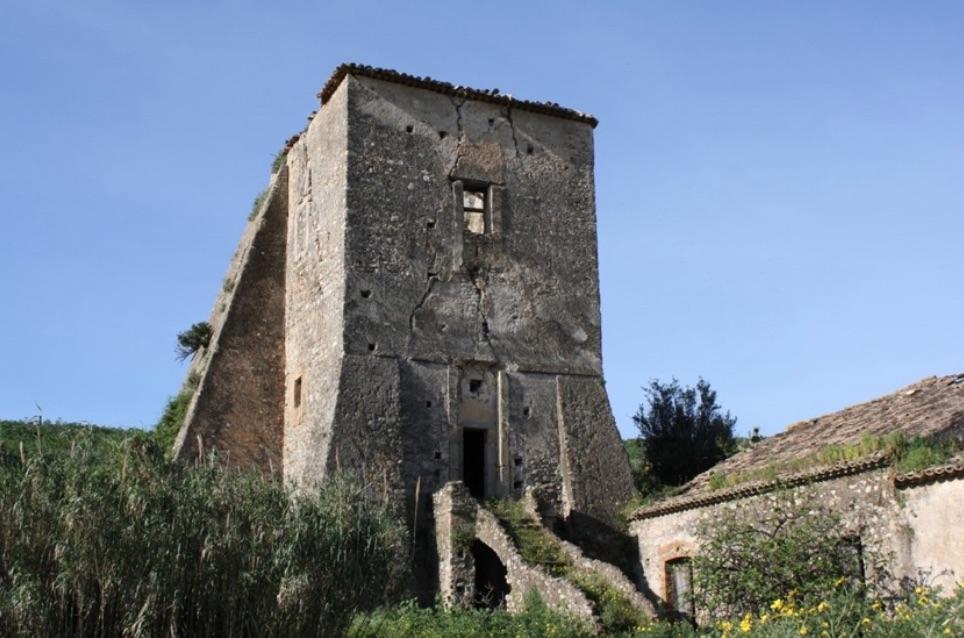 Calabria, rischia di crollare la cinquecentesca Torre Ancinale di Satriano