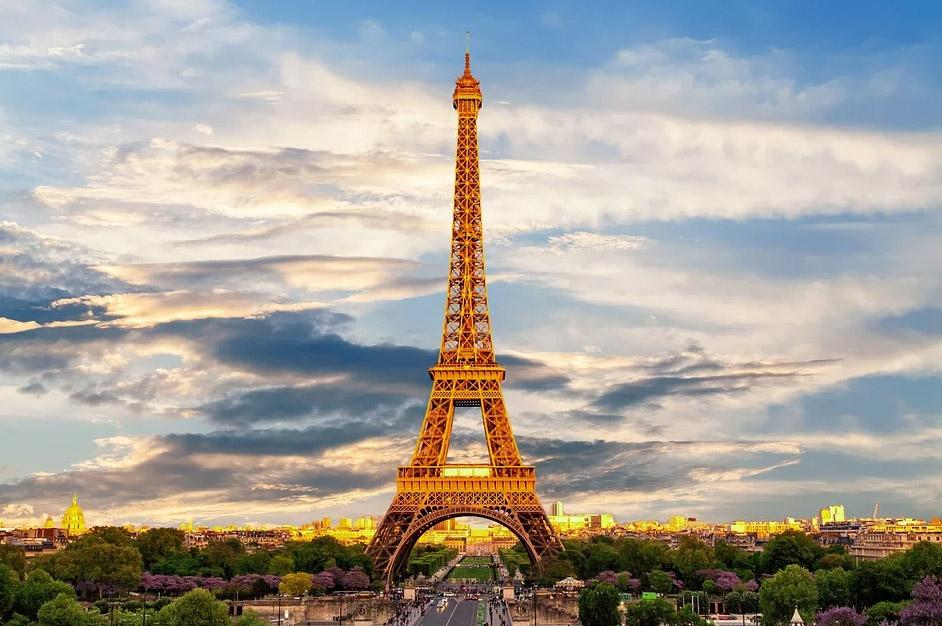 """La Francia vara un imponente Piano Rilancio del Turismo da 18 miliardi. Il premier: """"turismo priorità nazionale"""""""