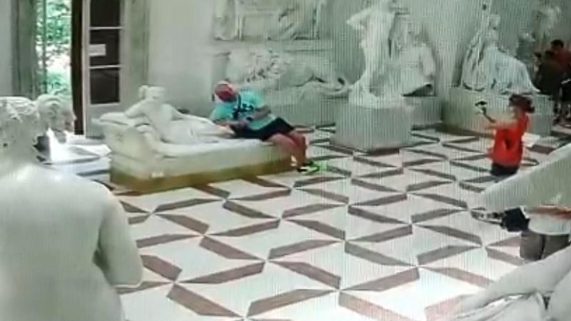 Possagno, ecco cosa stava facendo il turista che ha danneggiato la statua di Canova