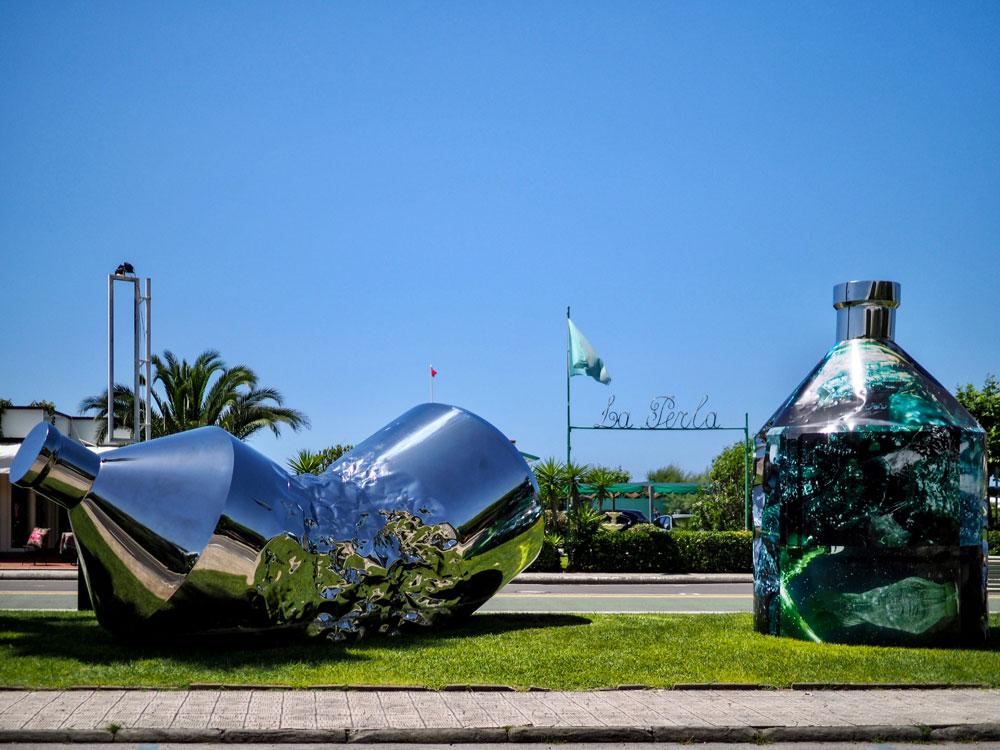 Le Twin Bottles arrivano a Forte dei Marmi. Prosegue il loro viaggio per denunciare l'inquinamento dei mari