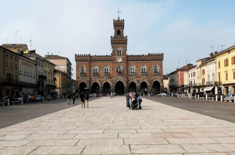 Casalmaggiore, piazza Garibaldi. Ph. Credit In Lombardia