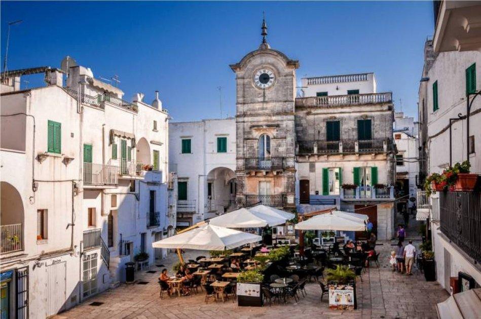 La piazza centrale di Cisternino