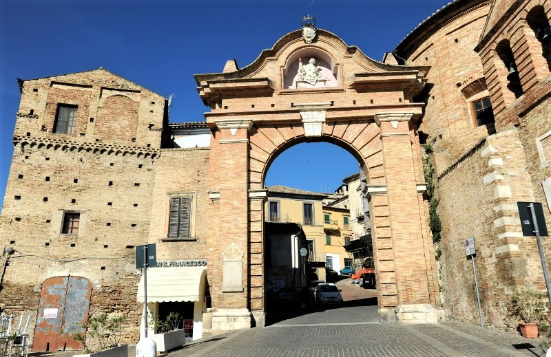Penne, l'ingresso al borgo medievale