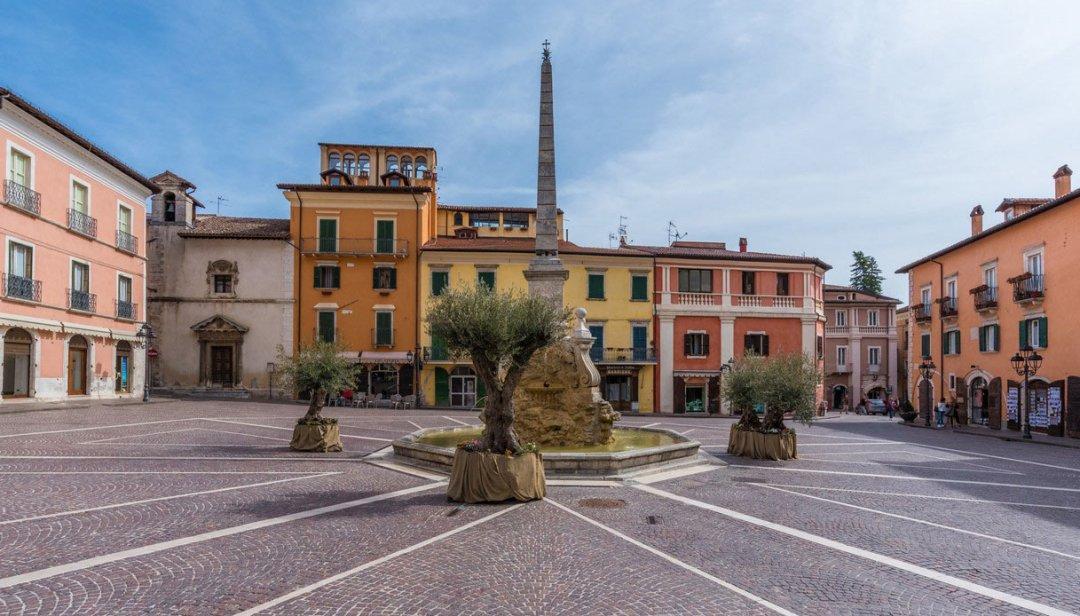 Tagliacozzo, piazza Obelisco