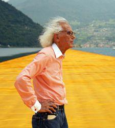 Addio a Christo, il grande artista che ci ha fatto camminare sulle acque, famoso per gli impacchettamenti