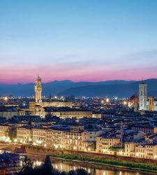 Firenze, tornano le auto e piazza Strozzi diventa un posteggio. Via la ztl dalle 16 alle 7