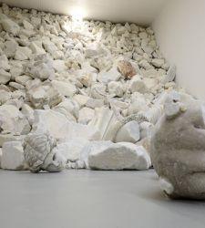 Alla Galleria Poggiali di Firenze la personale di Fabio Viale, Acqua alta High tide