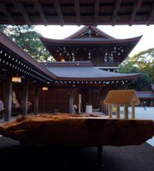 Scultori giapponesi che lavorano il marmo delle Apuane in mostra al Tempio Meiji di Tokyo