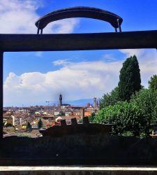 Come Magritte, ma col panorama di Firenze: Jean-Michel Folon al Giardino delle Rose