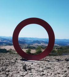 Le sculture di Mauro Staccioli a Volterra: esperienze che diventano arte nel paesaggio