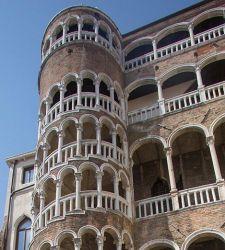Parenti stretti: Palazzo Contarini del Bovolo e il Fontego dei Tedeschi