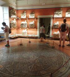 Il miracolo di Volterra. Tanti turisti e musei che tengono nell'estate del virus