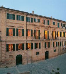 Recanati, esposto per la prima volta il manoscritto di Leopardi sul monumento a Dante da realizzare a Firenze
