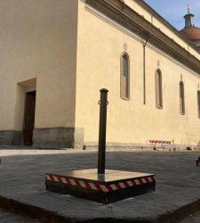 """Per assecondare la fissa del """"decoro"""", a Santo Spirito si deturpa il sagrato di Brunelleschi"""
