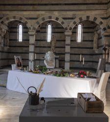 Pisa, una tavola imbandita dentro la chiesa di Santa Maria della Spina