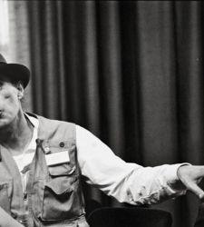 Mantova celebra il centenario di Beuys con una mostra di rari filmati e opere