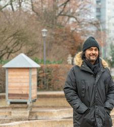 L'artista franco-algerino Kader Attia nominato curatore della prossima Biennale di Berlino