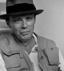 Brescia, l'omaggio a Joseph Beuys con una singolare mostra di fotografie