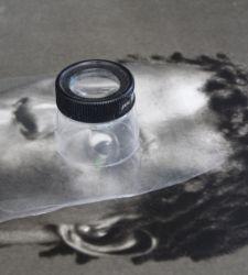 Come si restaura una fotografia? La Reggia di Caserta lo svela col restauro aperto di uno scatto di Mapplethorpe