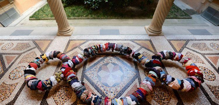 Michelangelo Pistoletto dialoga col Rinascimento a Bologna: un fare arte amalgamato con la vita